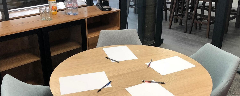 Conférence dans une salle de réunion à louer